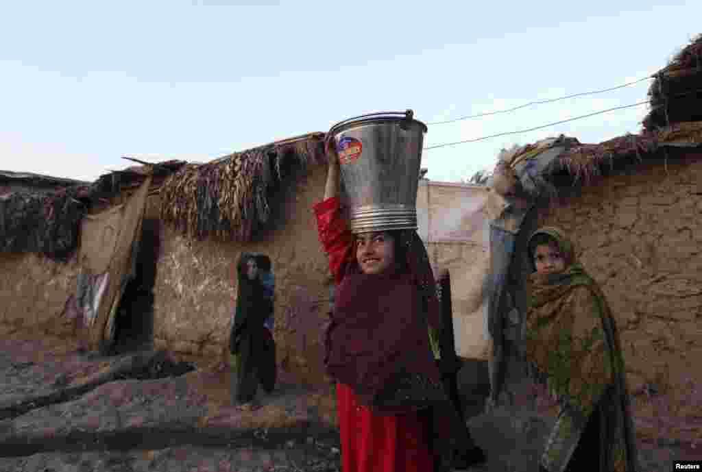 اسلام آباد کے نواح میں آباد یہ لوگ زندگی کی بنیادی سہولتوں سے بھی محروم ہیں