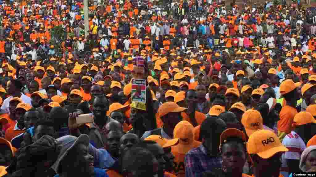 Wafuasi wa Muungano wa Upinzani (NASA) wakishiriki katika mkutano huko Uhuru Park, Nairobi nchini Kenya.
