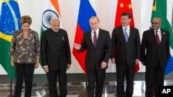"""رهبران کشورهای برزیل، هند، روسیه، چین و آفریقای جنوبی موسوم به گروه """"بریکس"""" در آنتالیا"""
