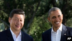 Barack Obama (à dr.) et son homologue chinois, Xi Jinping, au sommet sino-américain de Californie