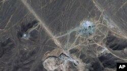 卫星照片显示2009年9月伊朗库姆城东北部山区的一个正在施工的设施