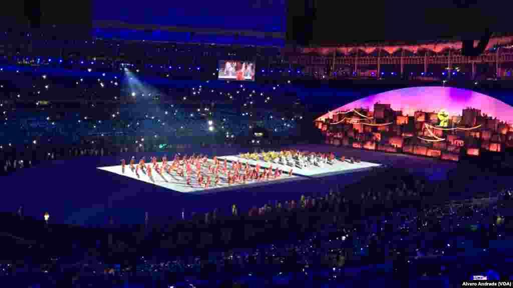 Cerimónia de abertura dos Jogos Olímpicos no estádio do Maracanã no Rio de Janeiro.