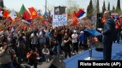 Miodrag Lekić za govornicom tokom današnjeg obraćanja učesnicima protesta u Podgorici