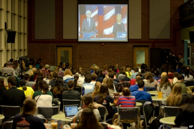 Students view on a video screen the Democratic presidential debate between candidates Senator Bernie Sanders of Vermont and former Secretary of State Hillary Clinton at University of New Hampshire in Durham, N.H., Feb. 4, 2016.