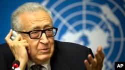 Nhà điều giải hòa bình quốc tế Lakhdar Brahimi phát biểu trong 1 cuộc họp báo tại trụ sở Liên hiệp quốc ở Genève, Thụy Sĩ, 11/2/2014