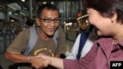 缅甸裔美国民主活动人士觉梭伦于18日抵达曼谷机场