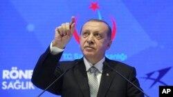 레제프 타이이프 에르도안 터키 대통령이 21일 이스탄불에서 연설하고 있다.