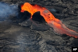 A fountain of lava erupts from Hawaii's Kilauea volcano's Tuesday, July 8, 2008. (AP Photo/Tim Wright)