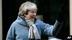 De acuerdo con los plazos vigentes, el Reino Unido debe salir en nueve días, pero el Parlamento rechazó dos veces el acuerdo de divorcio negociado por la primera ministra británica, Theresa May.
