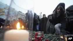 多莫傑多沃機場1月27日發生襲擊後﹐群眾自發到機場外悼念(資料圖片)