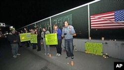 Students from San Diego's north county hold a candlelight vigil on a freeway overpass in Carlsbad, Calif., in support of the Dream Act, Nov 29, 2010 (file photo)