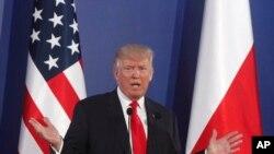 """رئیس جمهور ترمپ اما تاکید کرد که """"هیچ کسی"""" به مفهوم واقعی نمی داند چه اتفاق افتاده است"""