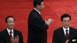 习近平(中)胡锦涛(右)和温家宝在共青团成立90周年大会上