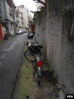 贝岭的自行车(美国之音申华拍摄)