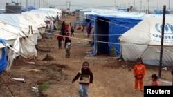 지난해 12월 이라크 모술의 이슬람 수니파 무장단체 ISIL 폭력사태를 피해 달아난 난민 아이들이 쿠르드족 지역 이르빌의 유니세프 난민 캠프에서 뛰어놀고 있다. (자료사진)