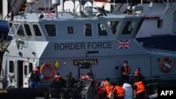 13 Ağustos 2020 - Fransa'dan İngiltere'nin liman kenti Dover'a yönelen bir göçmen botu