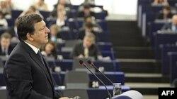 """Predsednik Evropske komisije Žoze Manuel Barozo skrenuo pažnju evropskim parlamentarcima da se """"mora ići napred sa pregovorima Beograda i Prištine, prevazići politička blokada u BiH, kao i u Albaniji, a i rešiti pitanje imena Makedonije"""""""