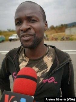 L'ex-combattant Kongo Bololo s'interroge sur l'effectivité de l'accord de paix signé avec le gouvernement, à Sofico au Congo-Brazzaville, le 4 août 2019. (VOA/Arsène Séverin)