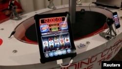 """Aplikasi judi online """"Code Red"""" ditampilkan dalam konvensi permainan online GiGse di San Francisco. (Foto: Dok)"""