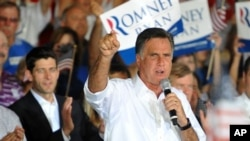 버지니아주 노퍽에서 선거 운동을 벌이는 공화당의 미트 롬니 후보