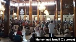 Suasana salat Jumat di salah satu masjid di Solo, Jumat, 20 Maret 2020. (Foto: Muhammad Ismail/istimewa)