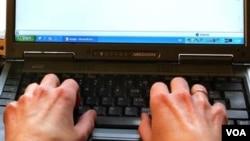 La mitad de las páginas web escritas en castellano proceden de España.