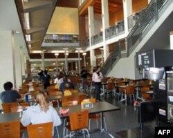 美国一所大学的食堂