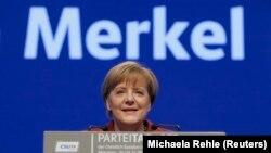 រូបឯកសារ៖ អធិការបតីអាល្លឺម៉ង់ Angela Merkel ថ្លែងទៅកាន់គណបក្ស CSU របស់លោកស្រី នៅទីក្រុងមុយនិចប្រទេសអាល្លឺម៉ង់។