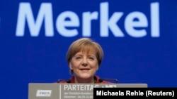 Almaniya kansleri Angela Merkel Münhendə Xristian Sosial Birlik CSU partiyasının qurultayında çıxış edir