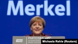 """Kanselir Jerman Angela Merkel dinobatkan sebagai """"Person of the Year"""" tahun 2015 oleh majalah TIME (foto: dok)."""