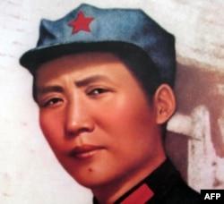 导游用这两张照片进行对比来说明毛泽东中年得痣
