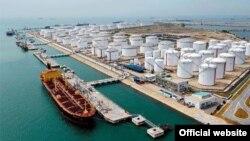 Salah satu kilang minyak Iran (foto: dok). Iran memiliki 10 persen cadangan minyak dunia.