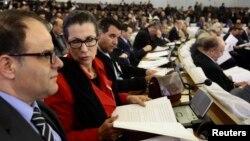 Louisa Hanoune, lors d'une session de vote sur des réformes constitutionnelles, Alger, 7 février 2016.