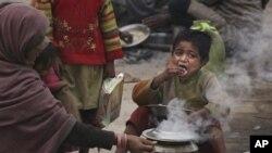 Hiện nay gần phân nửa số trẻ em dưới 5 tuổi ở Ấn Độ bị suy dinh dưỡng