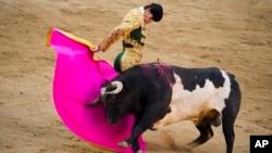 FILE - Bullfighter Victor Barrio performs during San Isidro's fair at the Las Ventas Bullring in Madrid, May 16, 2011.