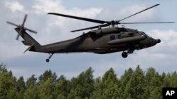 ເຮືອບິນເຮລິຄອບເຕີ້ UH-60 Black Hawk ຂອງສະຫະລັດ