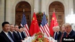 Le président américain Donald Trump et le président chinois Xi Jinping lors d'un dîner de travail après le sommet des dirigeants du G20 à Buenos Aires, en Argentine, le 1er décembre 2018. REUTERS / Kevin Lamarque