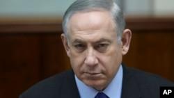 PM Israel, Benjamin Netanyahu, memimpin rapat kabinet mingguan di Jerusalem, Minggu 19 Februari 2017 (foto: AP Photo/Dan Balilty)
