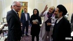 کلودیا روت نایب رئیس مجلس آلمان با ابوترابی فرد نایب رئیس مجلس ایران نیز دیدار کرده بود