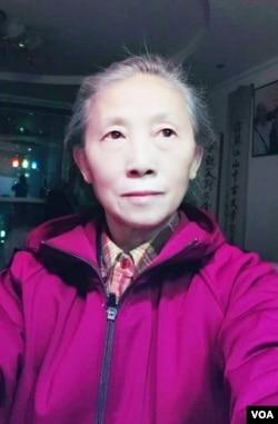 要求北京市政府公开雷洋案和解协议内容的北京市民谢小玲。(资料照片)