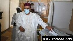Kandida Perezida Mohamed Bazoum Atora i Niamey