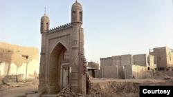 Shinjonda buzilgan masjid. Arxiv.