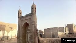 Shinjonning Qashg'ar shahrida Xitoy hukumati buzib tashlagan masjid