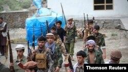 مردان مسلح در پنجشیر آماده رویارویی با طالبان می شوند. دوشنبه ۱ شهریور