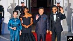 Президент США Барак Обама и председатель КНР Си Цзиньпин с супругами на правительственном ужине в Белом доме. Вашингтон. 25 сентября 2015 г.