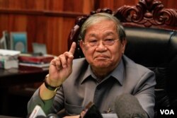 FILE - Khieu Kanharith, the Information Minister, speaks in Cambodia, Aug. 24, 2017. (Hean Socheata/VOA Khmer)