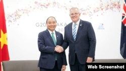 Thủ tướng Nguyễn Xuân Phúc và Thủ tướng Australia Scott Morrison. (Ảnh VTV via VGP)