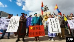 蒙古人在首都烏蘭巴托集會抗議中國當局在內蒙古實行雙語教學政策。(2020年9月15日)