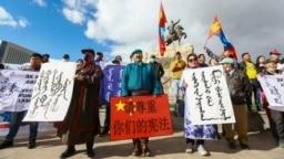 蒙古人在首都乌兰巴托集会抗议中国当局在内蒙古实行双语教学政策。(2020年9月15日)
