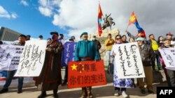 蒙古人在首都烏蘭巴托集會抗議中國當局在內蒙古實行雙語教學政策。 (2020年9月15日)